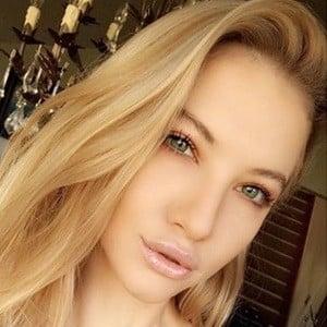 Alana Duval 2 of 6