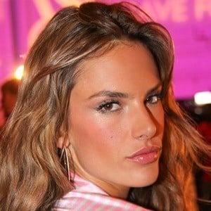 Alessandra Ambrosio 8 of 10