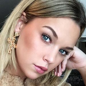 Alexa Dowd 3 of 6