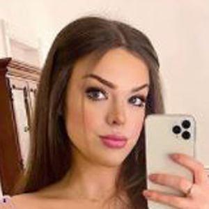 Alexandria Ryan Headshot 7 of 10