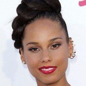 Alicia Keys - Bio, Facts, Family | Famous Birthdays  Alicia Keys