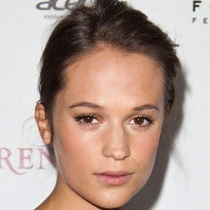 Alicia Vikander 4 of 8