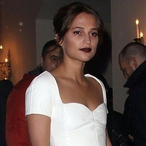 Alicia Vikander 7 of 8