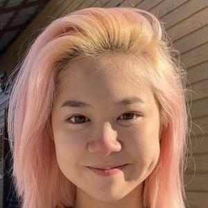 Alina Kim Headshot 4 of 10