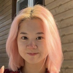 Alina Kim Headshot 5 of 10