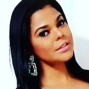 Alina Vargas 4 of 5