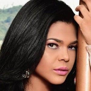 Alina Vargas 5 of 5