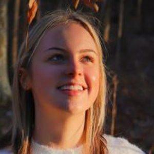 Alissa Gustafson Headshot 6 of 10