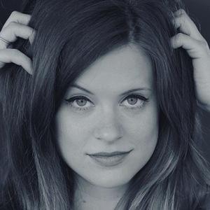 Allie Goertz 6 of 6