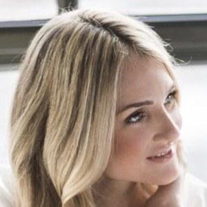 Alyssa Rosenheck Headshot 3 of 4