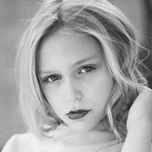 Alyvia Alyn Lind Bio Facts Family Famous Birthdays