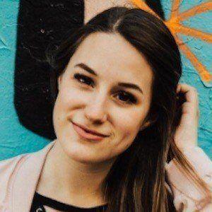 Amélie Barbeau 2 of 10