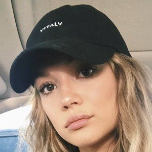 Amalia Williamson Headshot 6 of 10
