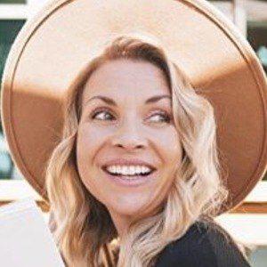 Amber Mamian Headshot 2 of 7