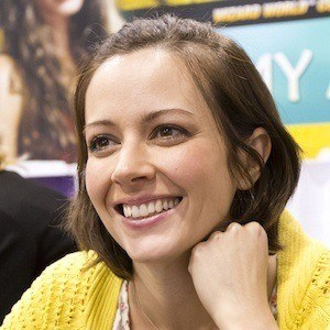 Amy Acker 5 of 10
