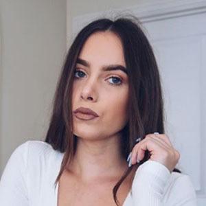 Amy Rebecca Owen Headshot 2 of 4