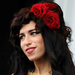 Amy Winehouse 3 of 10