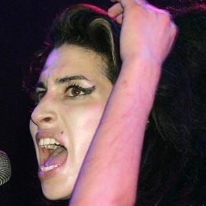 Amy Winehouse 9 of 10