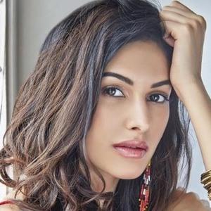 Amyra Dastur 3 of 6