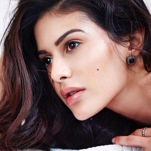 Amyra Dastur 4 of 6