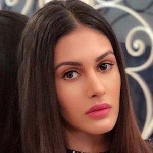 Amyra Dastur 6 of 6