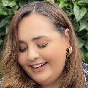 Ana Luiza Palhares Headshot 9 of 10