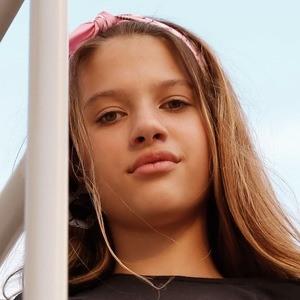 Ana Tereza Rio Headshot 8 of 10
