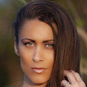 Anais Zanotti Headshot 5 of 10