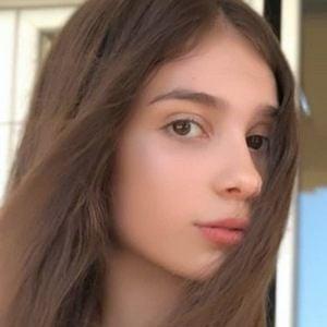 Anastasia Lopicic 3 of 4