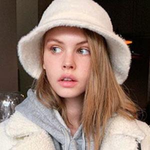 Anastasiya Scheglova 3 of 5