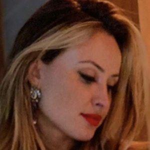 Andréia Scherner Headshot 3 of 10
