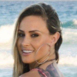 Andréia Scherner Headshot 5 of 10