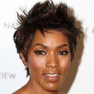 Angela Bassett 4 of 10