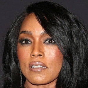 Angela Bassett 6 of 10