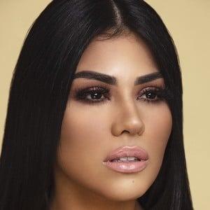 Angélica Cruz 3 of 5