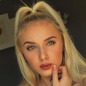 Angelika Oles 4 of 6