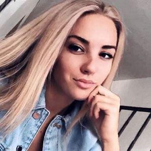 Angelina Dimova Headshot 3 of 4