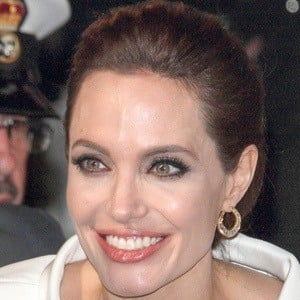 Angelina Jolie 6 of 10