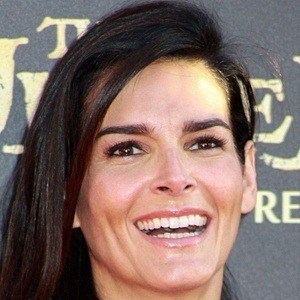 Angie Harmon 6 of 10