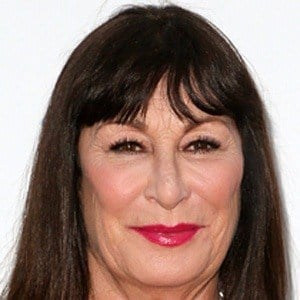 Anjelica Huston 6 of 10