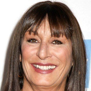 Anjelica Huston 7 of 10
