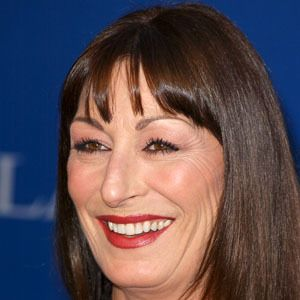 Anjelica Huston 9 of 10