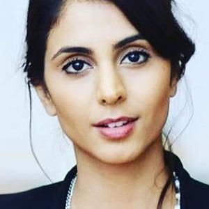 Anjli Mohindra 5 of 6