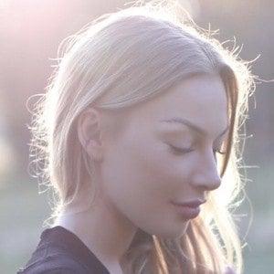 Anna Bey Headshot 4 of 10