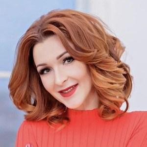 Anna Komarova Headshot 6 of 6