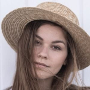 Anna Laura Kummer 2 of 6