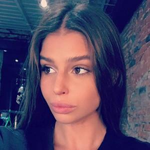 Anna Markowska 4 of 5