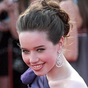 Anna Popplewell - Bio, Facts, Family | Famous Birthdays