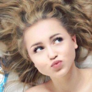 Anna Sommer 2 of 9