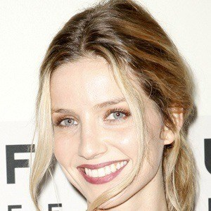 Annabelle Wallis 3 of 6